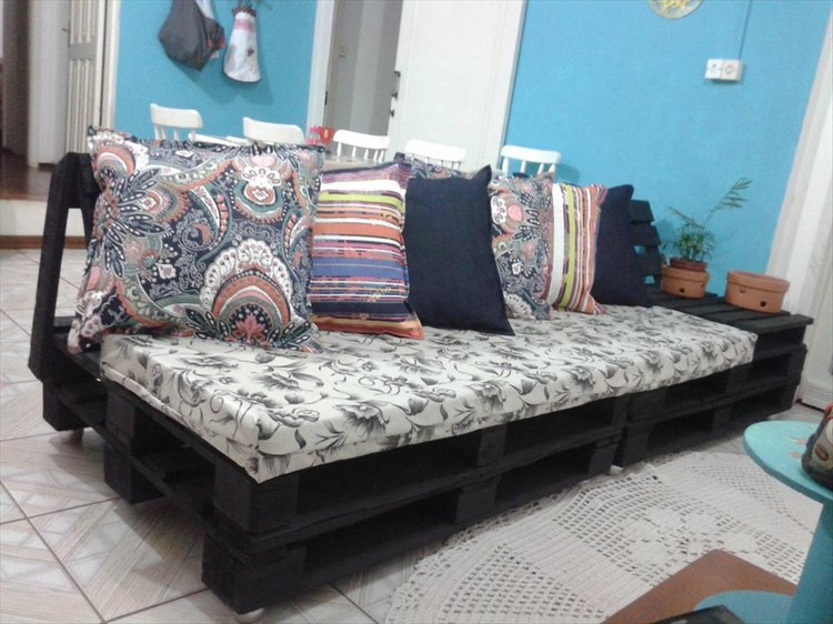 Futton Couch Made Out Of Wood Pallets | Pallet Wood Projects