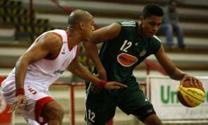 Jovem pivô palmeirense garante concentração total na série contra Bauru
