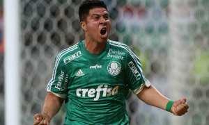 Carisma, torcida, gols e treinador podem segurar artilheiro no Palmeiras