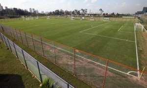 Verdão estreia arquibancada e passa a mandar jogos da base na Academia de Guarulhos