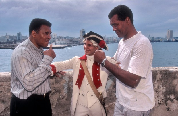 HAVANA, CUBA - JANUARY 20: Boxing legend Muhamad Ali (L) and Cuba?s boxing legend Teofilo Stevenson (R) spar jokingly at the El Morro lighthouse, on January 20, 1996, in Havana, Cuba. Stevenson, who won 3 Olympic Gold medals, died of heart attack at the age of 60 on June 11, 2012, in Havana, Cuba. (Photo by Sven Creutzmann/Mambo photo/Getty Images)