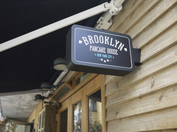 BROOKLYN PANCAKE HOUSEの看板