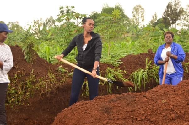 Ange Kagame yifatanije n'abaturage b'Akarere ka Kayonza mu muganda