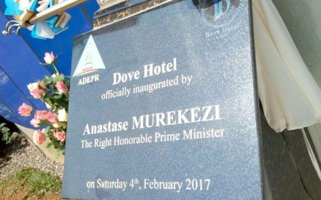 Minisitiri w'Intebe Anastase Murekezi ni we wafunguye Dove Hotel. (Photo/Courtesy)