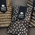 http://i0.wp.com/papercrave.com/wp-content/uploads/2014/10/diy-metallic-halloween-treat-bags.jpg?resize=140%2C140