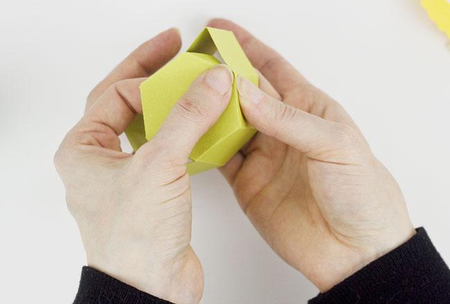 DIY Daffodil Egg Cups / Treat Boxes, Step 3