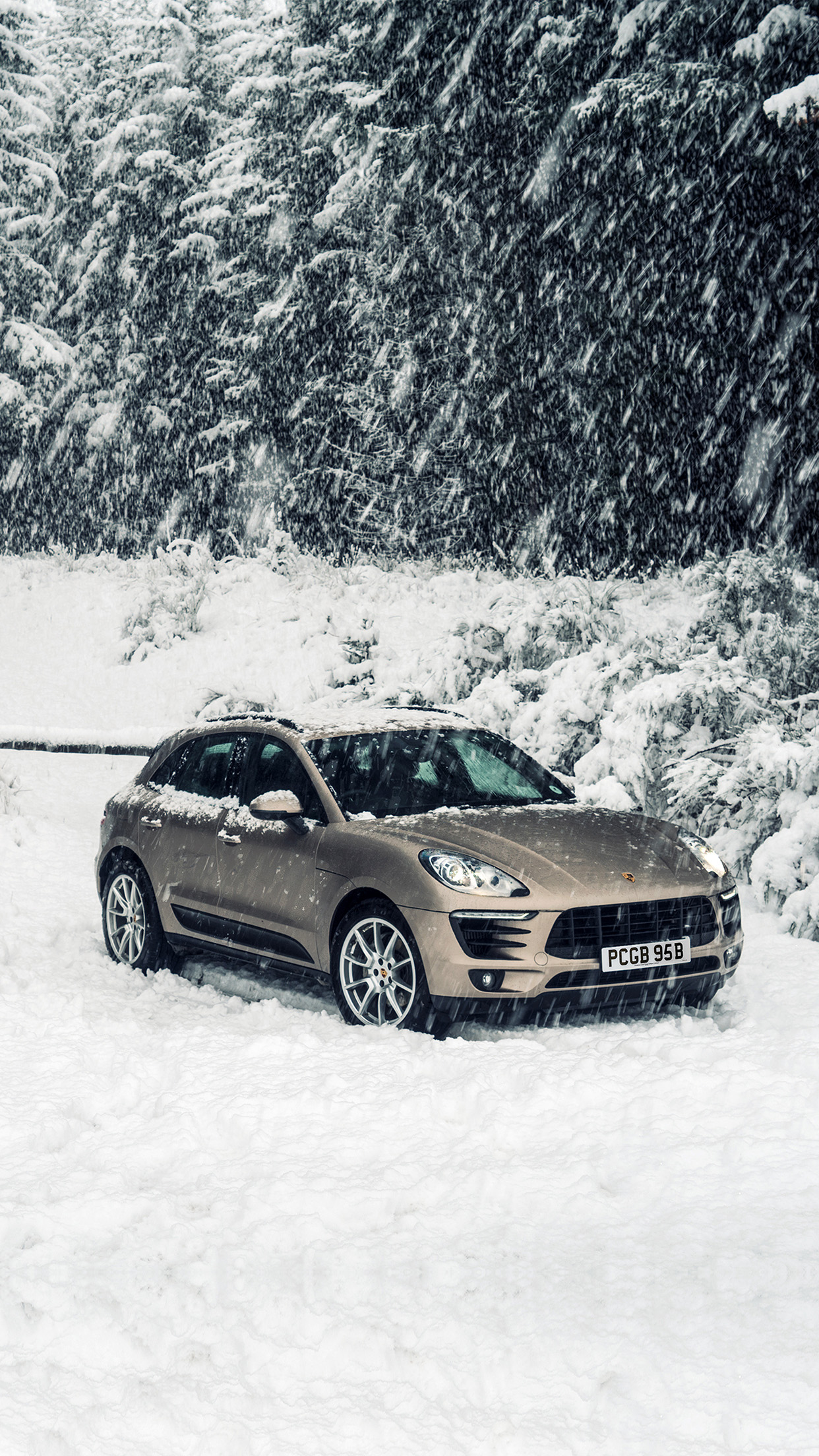 Htc Black Wallpaper Aq51 Porche Winter Snow Car Wallpaper