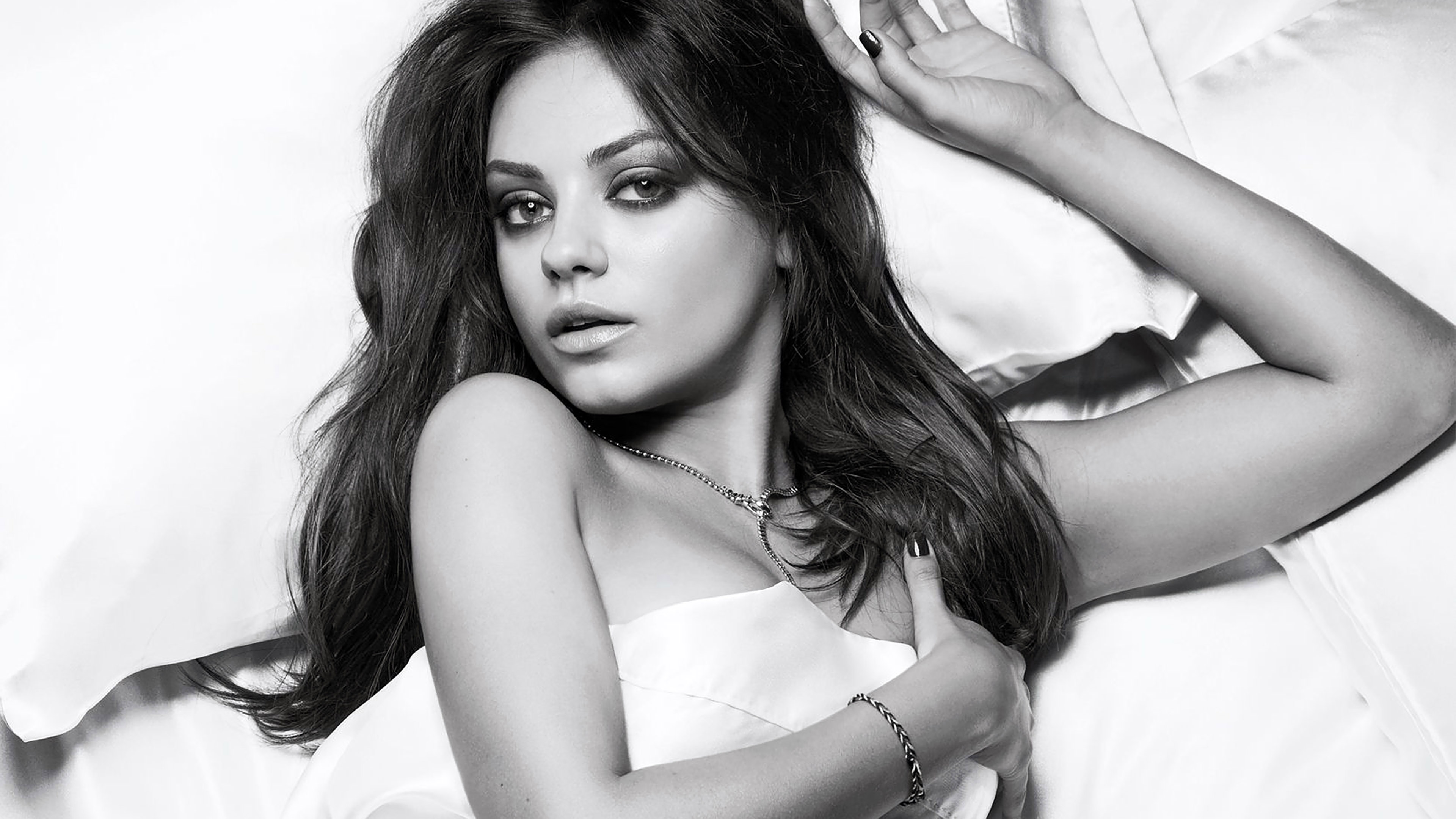 Cute Girl Smoking Wallpaper Ha99 Wallpaper Mila Kunis Esquire Sexy Woman Face Papers Co