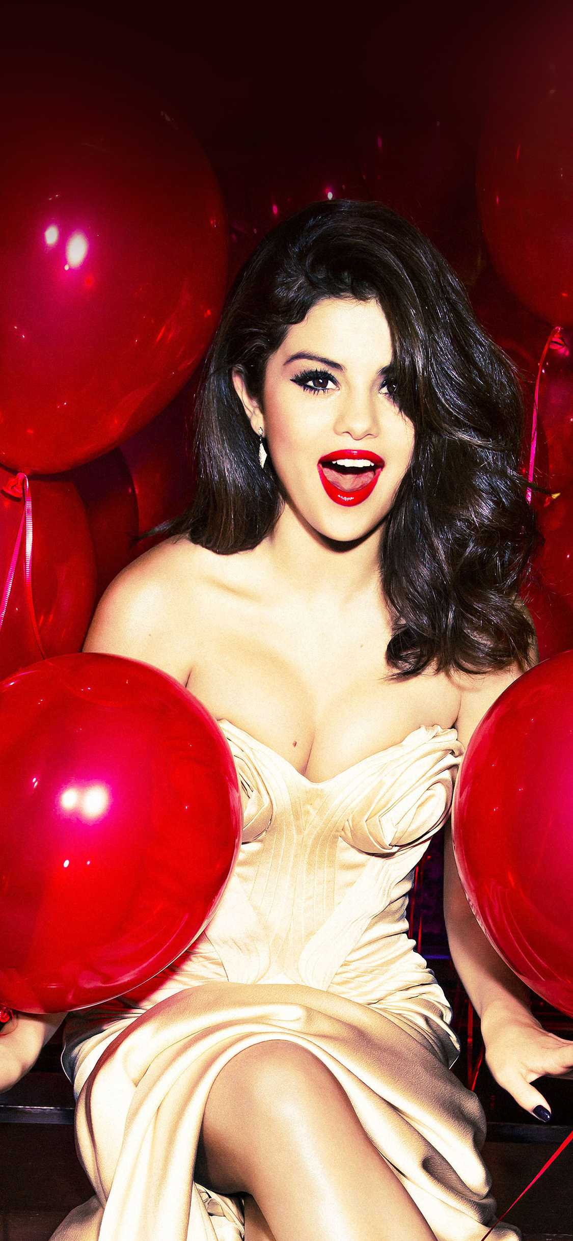 Lady Butterfly Hd Wallpaper Hh76 Selena Gomez Red Dress Balloon Party Wallpaper