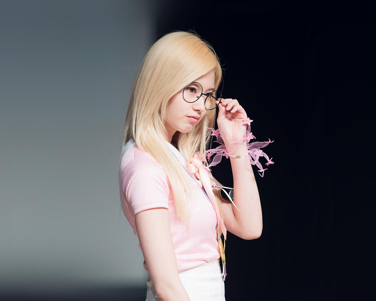 Cute Girl Glasses Wallpaper Hl05 Sana Kpop Girl Cute Wallpaper