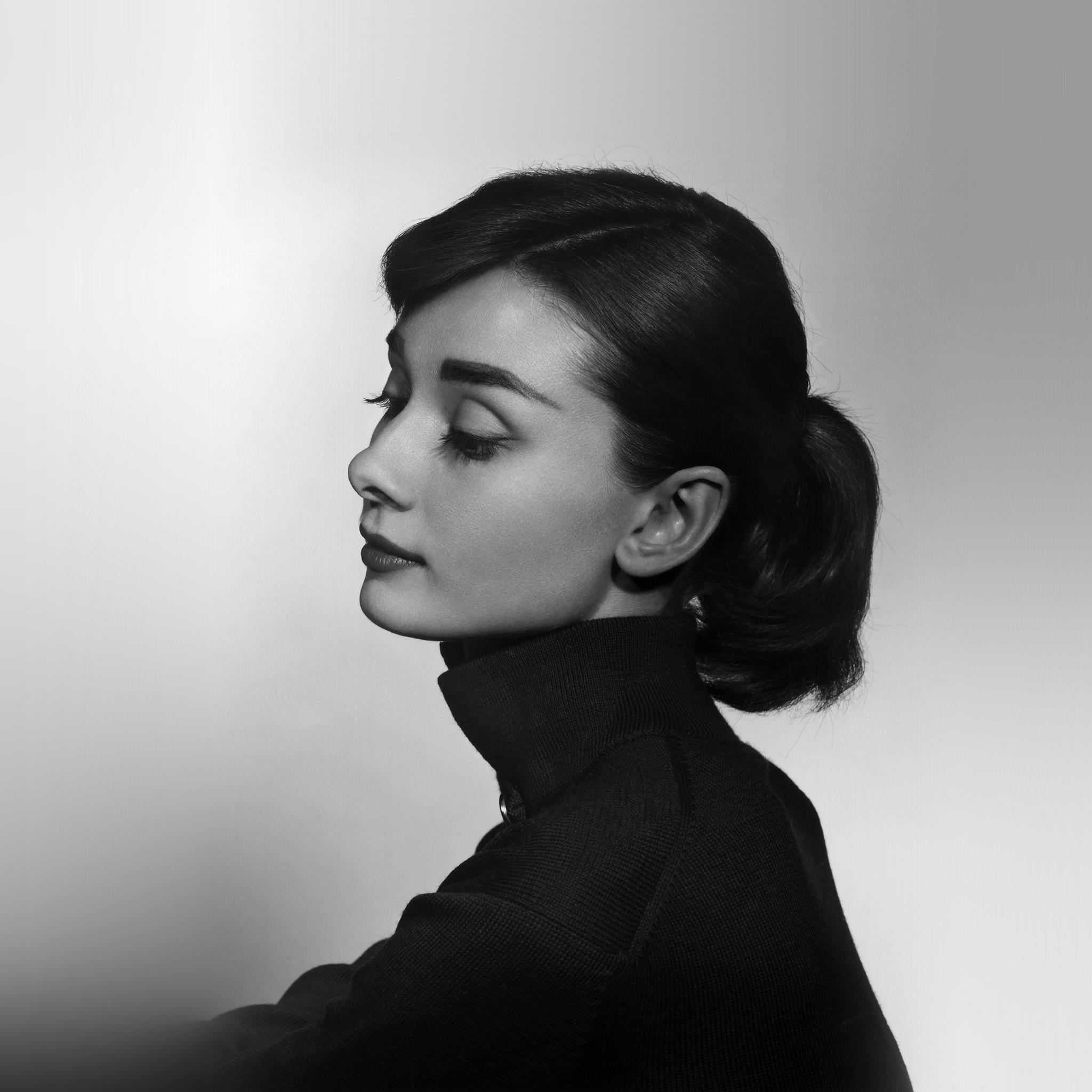 Blackberry Black Wallpaper Hn97 Audrey Hepburn Bw Film Dark Wallpaper