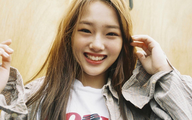Iphone Wallpaper Car Girl Hp57 Kpop Girl Smile Cute Yellow Wallpaper