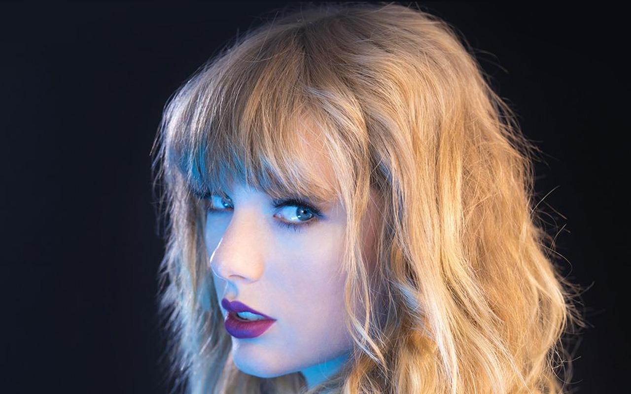 Iphone X Gold Wallpaper Hq22 Taylor Swift Blue Sexy Singer Wallpaper