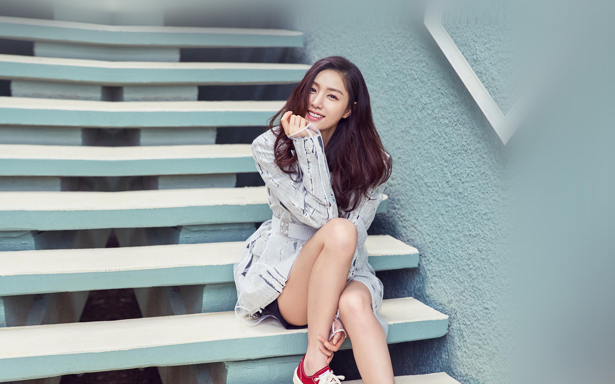 Girl In Rain Hd Wallpaper Hq75 Kpop Girl Stair Korean Wallpaper