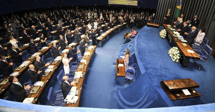 Senado empossa 37 eleitos e 17 reeleitos para mandato até 2019