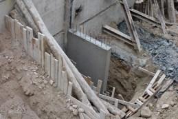 Mur vertical, bientôt toute hauteur des sous-sols, délimitant la rampe d'accès @CK