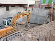 Evacuation du remblais de la rampe laissant apparaître sa base