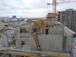 En premier plan, murs du 8° étage, bâtiment C, 15 novembre 2014