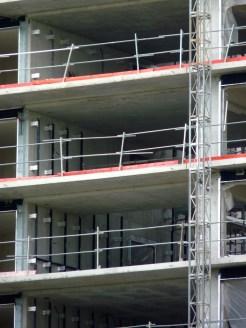 Installation des barres de fixation sur les murs entre les failles A & B