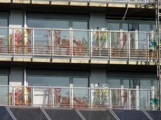 Détails des gardes-corps vitrés sérigraphiés du bâtiment A