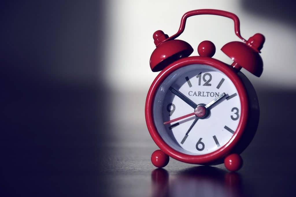 cadran rouge horloge
