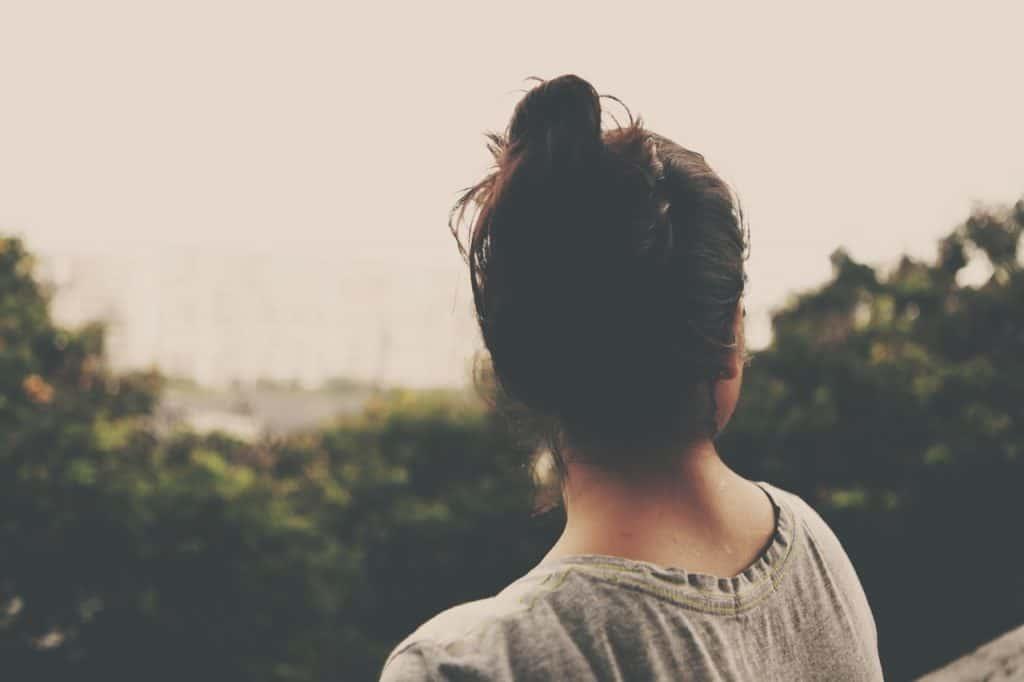 femme cheveux ciel