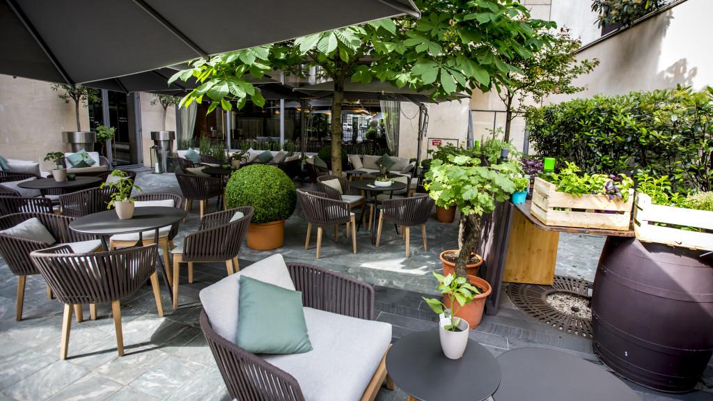 Terrasse Vegan Bar Et Pique Nique Au Parc Monceau Hotel