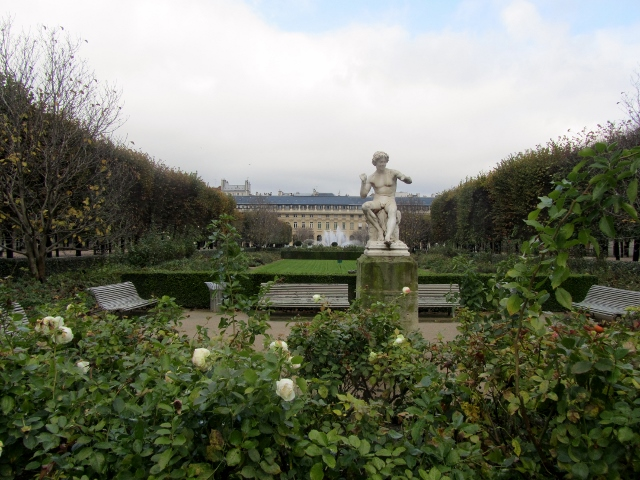 nostalgie hivernale au jardin du palais royal paris maman moi. Black Bedroom Furniture Sets. Home Design Ideas