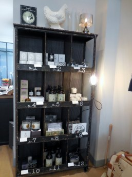 gab jo un concept store tr s cocorico paris maman moi. Black Bedroom Furniture Sets. Home Design Ideas