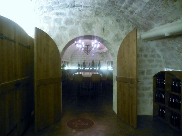les caves du louvre une exp rience sensorielle in dite autour du vin. Black Bedroom Furniture Sets. Home Design Ideas