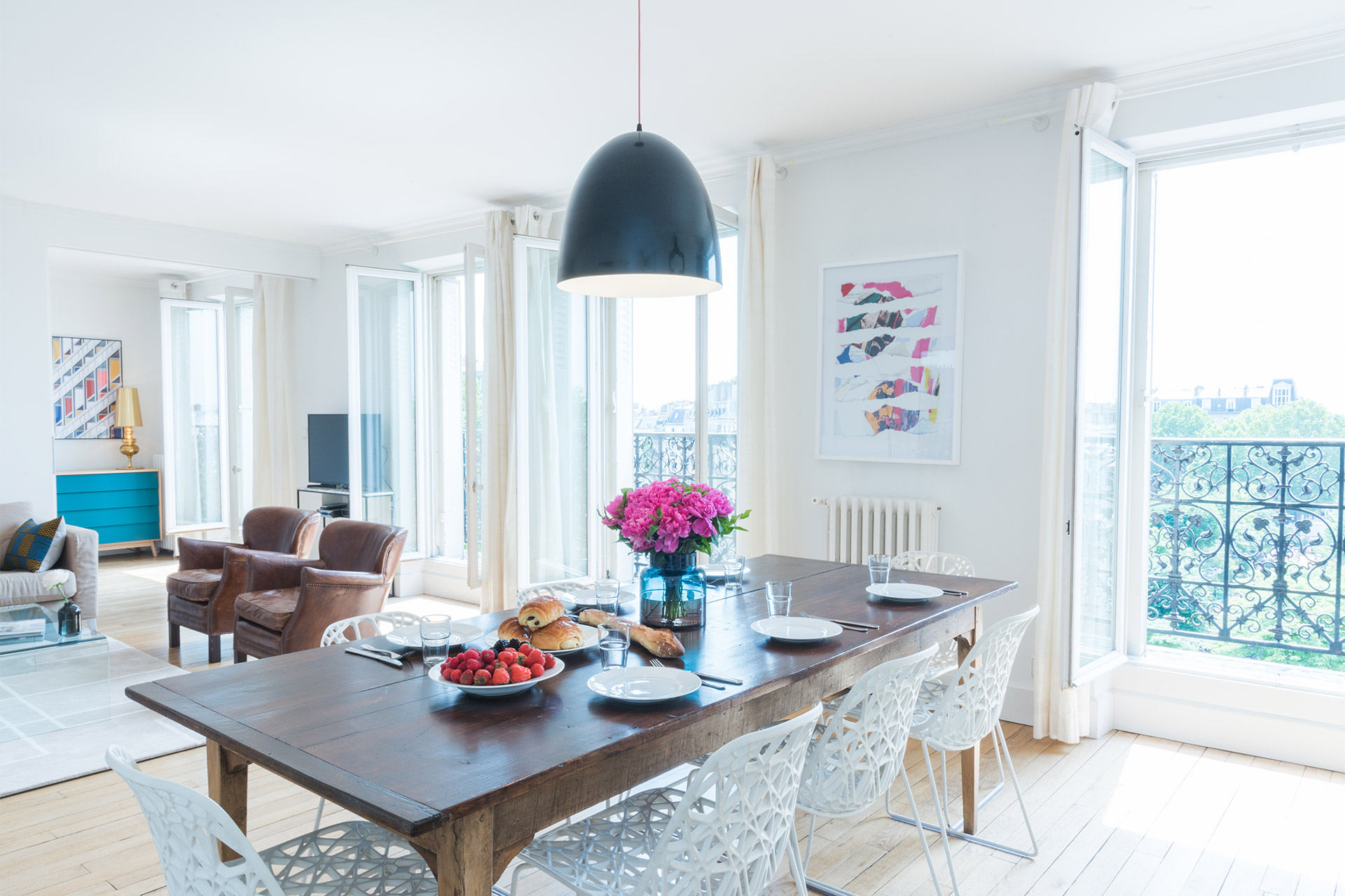 La Table Rouge Rennes Spacious Three Bedroom Vacation Rental In The Artistic Montmartre Area
