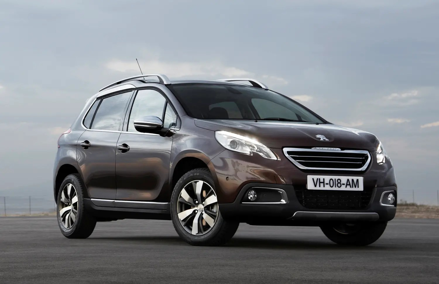 Peugeot 2008 Automatic Review Peugeot 2008 2019 Mpg Running Costs Economy Co2 Parkers