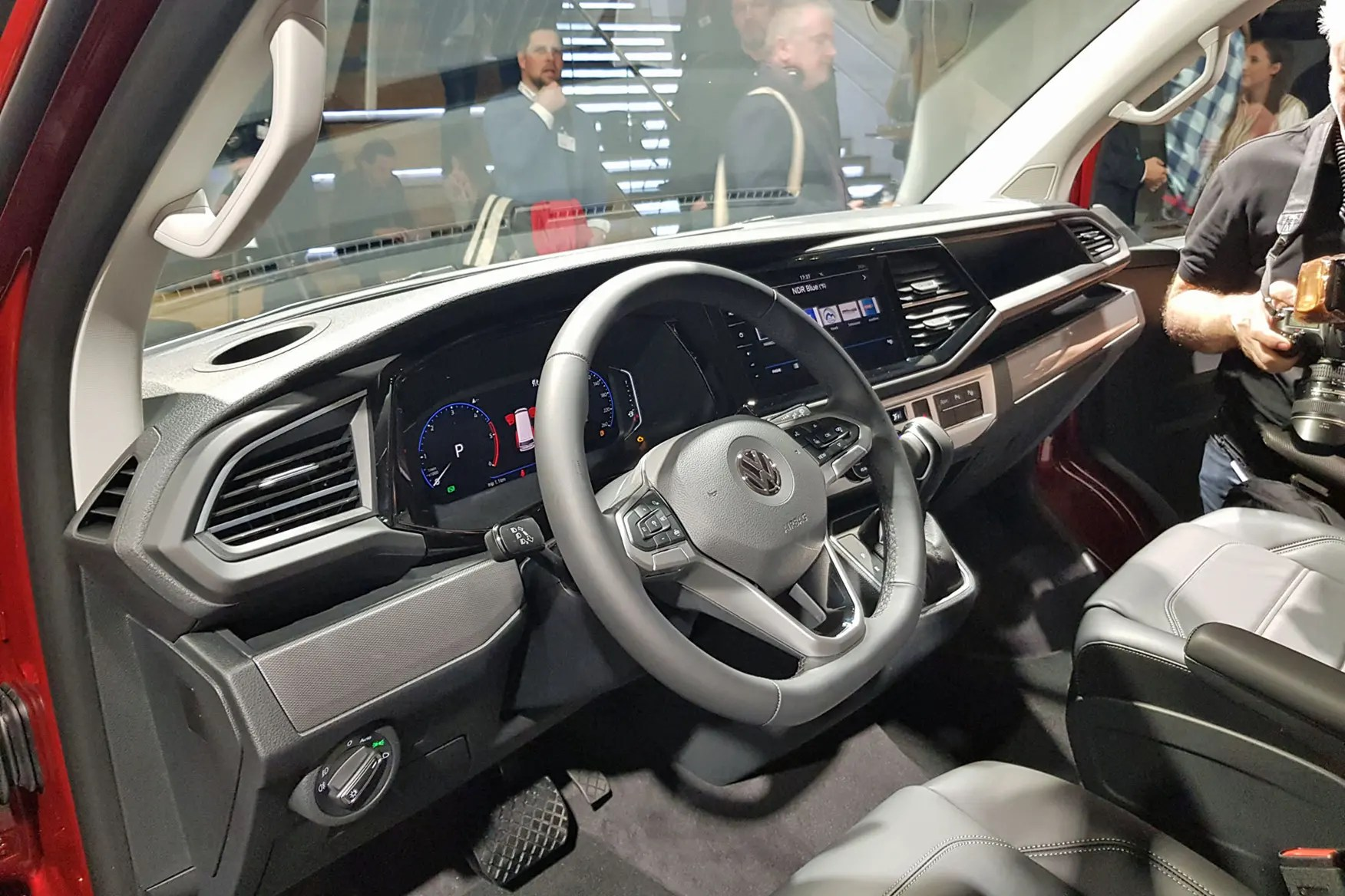 Interieur Vw Up Volkswagen Transporter T6 1 Officially Revealed Full Details And