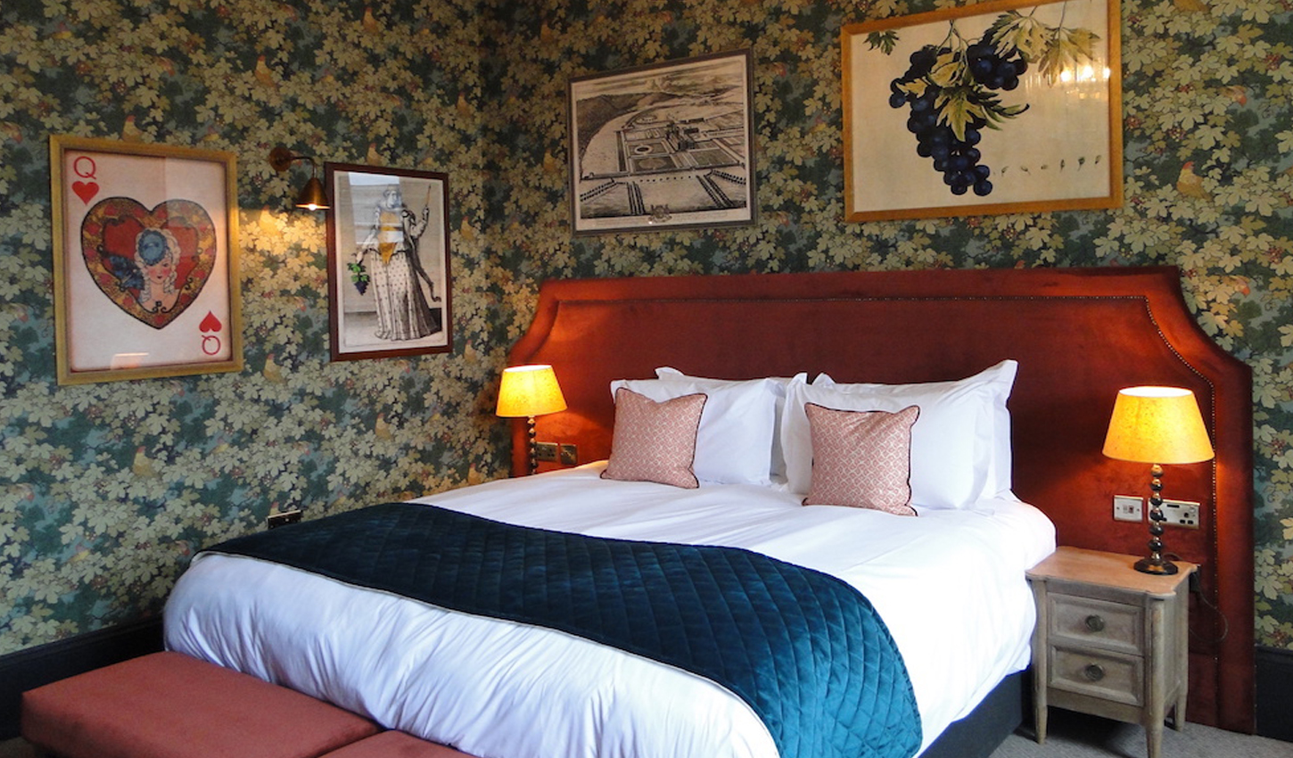 Classic Bedroom Escape The Park Hotel Accommodation In Teddington Best Rate Guaranteed
