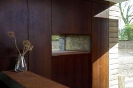 Евровагонка в интерьере деревянного дома