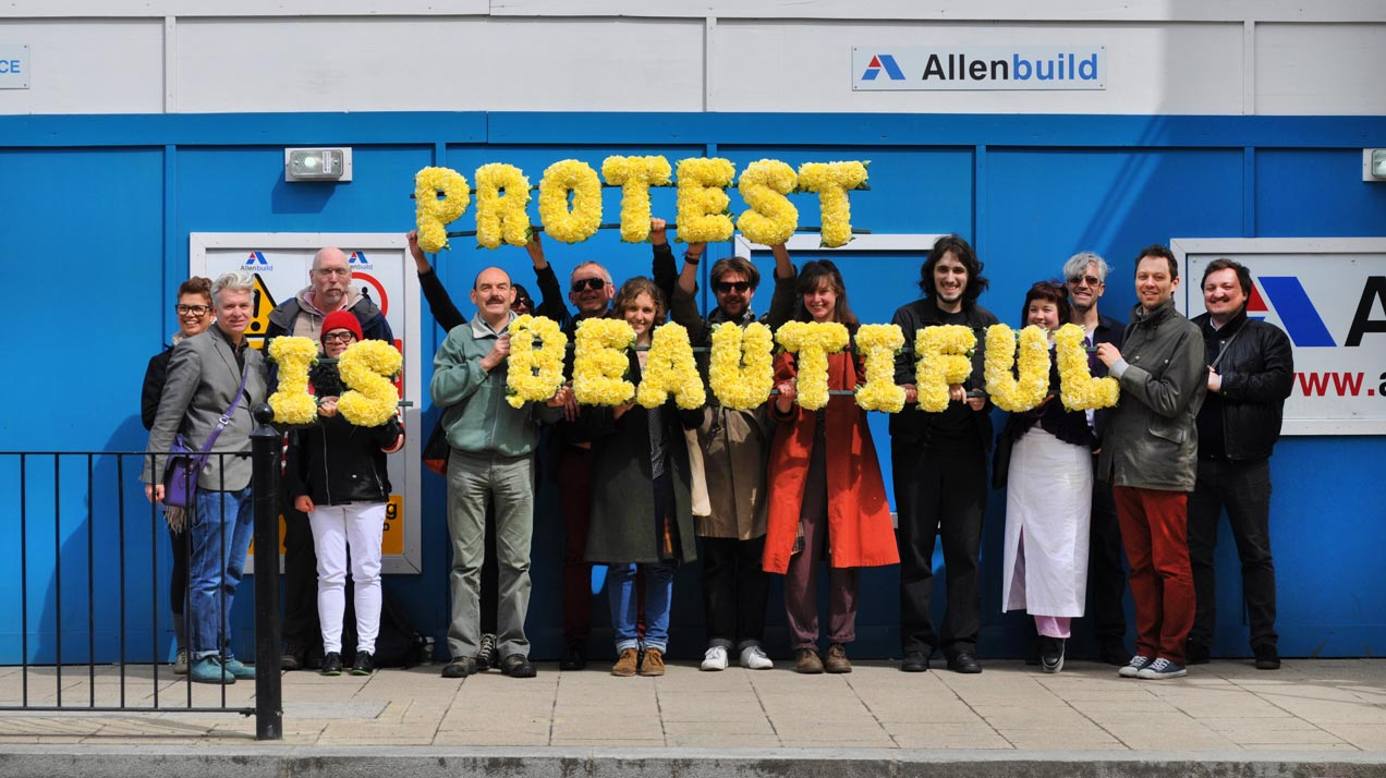 Freee: «Protest is Beautiful», 2007/2013, postcard | Foto: Ben Fitton, Courtesy: Freee
