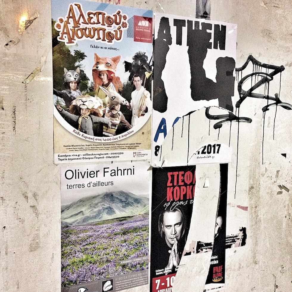 Plakatwand in Athen mit dem Plakat der documenta 14