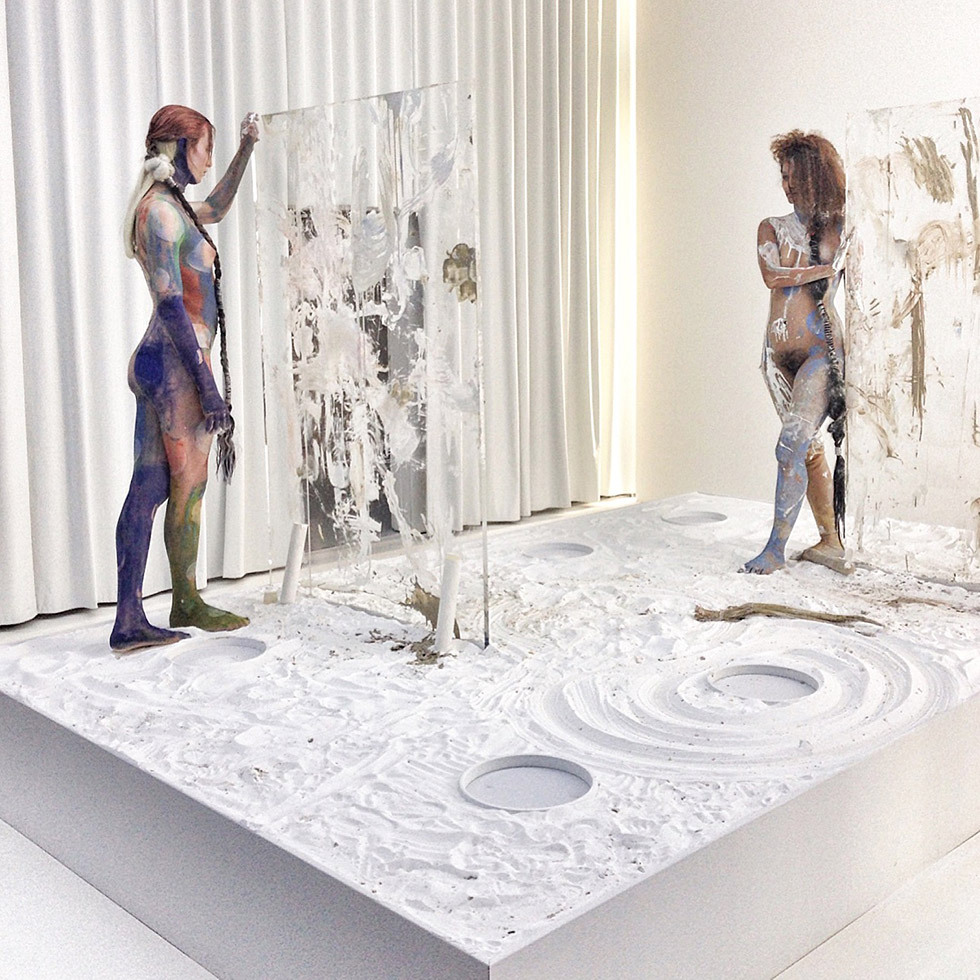 «Epithelial Echo» is a mixed-media sculpture by Donna Huanca (*1980) which is shown in the exhibition «Jaguars And Electric Eels» at the Berlin dependance of Julia Stoscheck Collection.