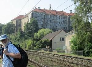 Nelahozeves Zamek Station