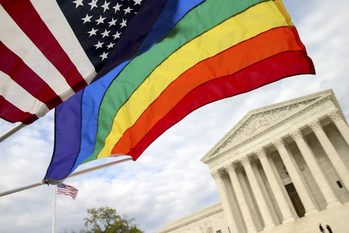 Deixe sua foto de perfil com as cores do arco-íris em apoio ao casamento gay #LoveWins