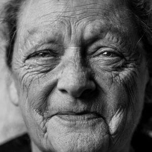 old woman glen-hodson-NlHGKAZ3jCI-unsplash