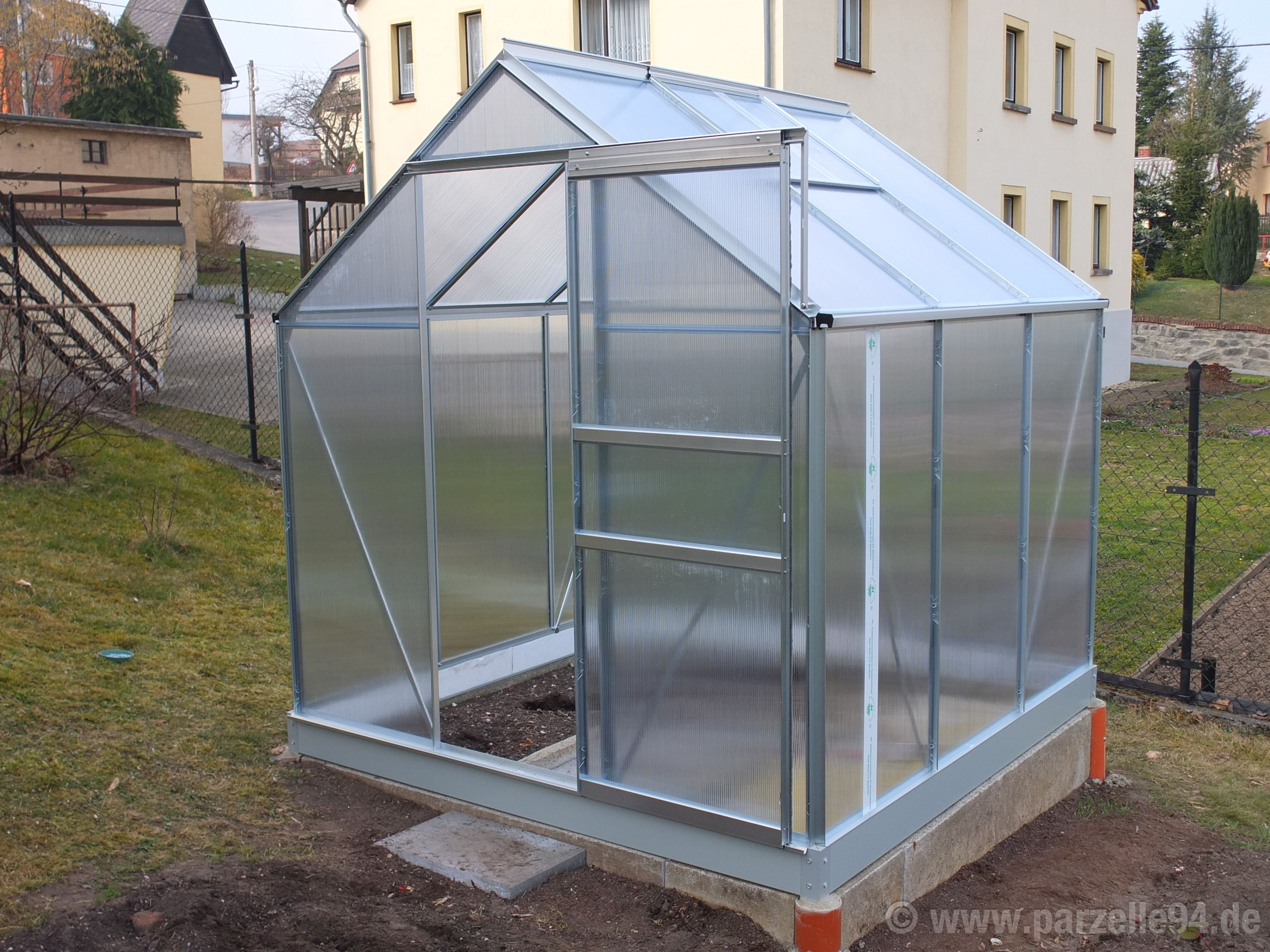 Aldi Nord Stehtisch Gewächshaus Innen Greenhouse Stockfotos And Greenhouse