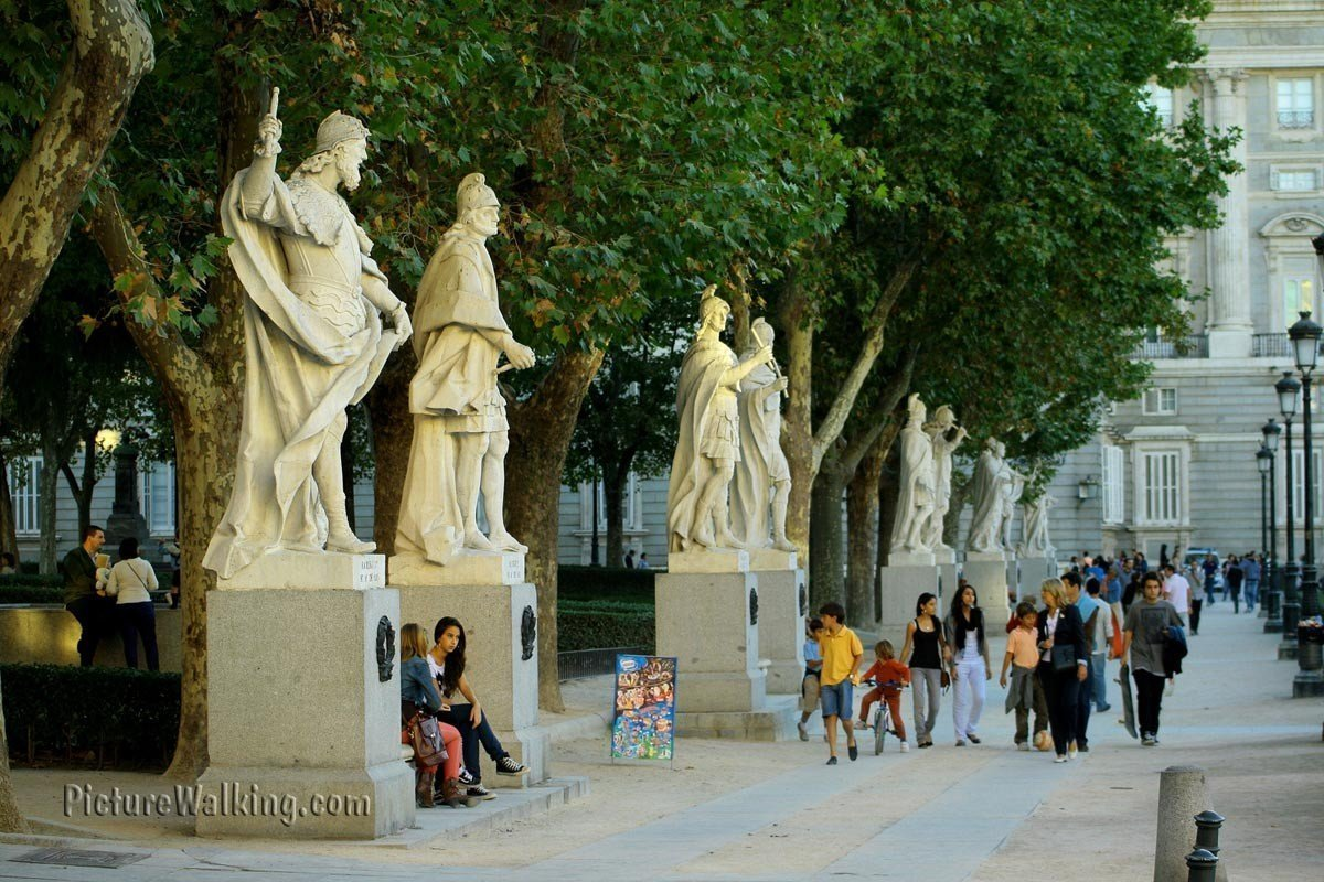 plaza-oriente-statues-royal-palace