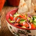 Receita de Salada Crocante com Pão Sírio