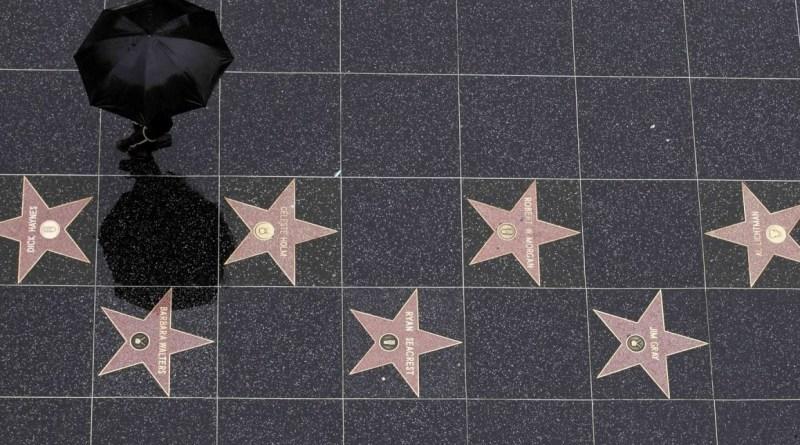 Uma das principais, se não a mais famosa atração de Los Angeles é a Calçada da Fama e claro que não podíamos deixar de conhecer.     Mas, para que nossa passagem pela tão famosa calçada da fama tivesse um pouquinho de glamour...MAIS