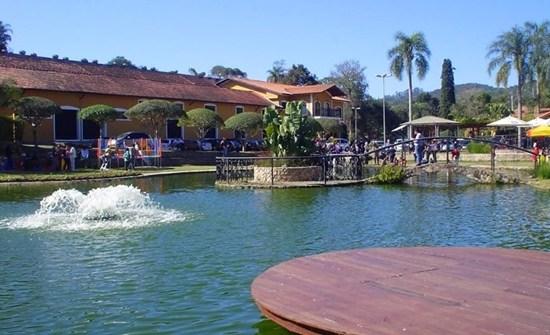 o-lago-ao-redor-da-vinicola-go[2]