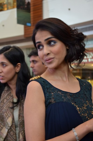 Genelia paused by me and gave a pose or two...