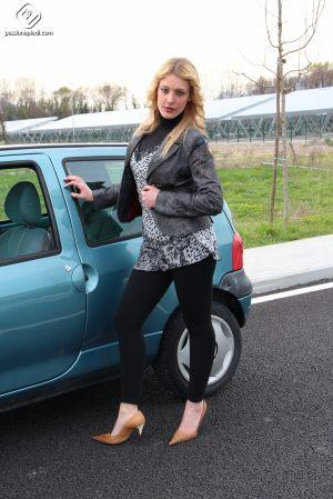 Passione-Piedi-Christelle-Automobile01-06