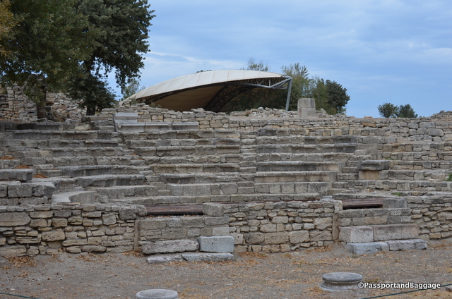 The odeon dates to the Roman Troy IX and was renovated by Hadrian in 124 AD.