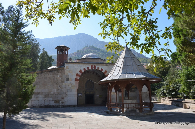This little mosque, tucked away deep in the city, is the Yürgüç Pasa mosque, it was built in 1428.